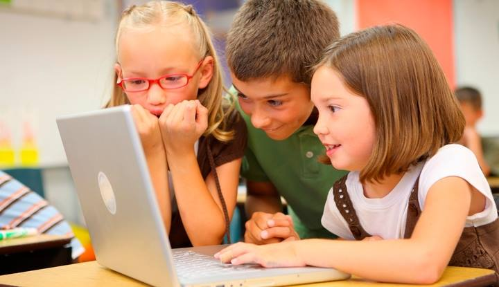 15 официальных онлайн-школ для ваших детей: где пройти обучение дистанционно и получить законный аттестат