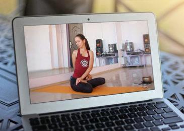 12 онлайн-курсов, которые помогут вам заниматься йогой в домашних условиях